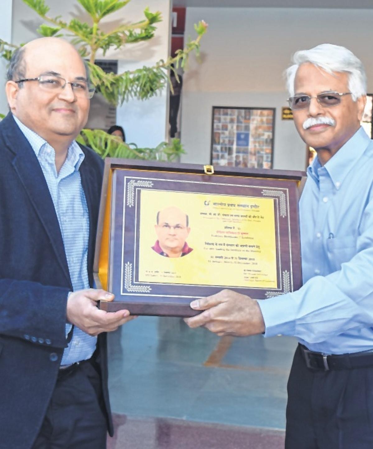 Indore: IIM Indore bids farewell to director