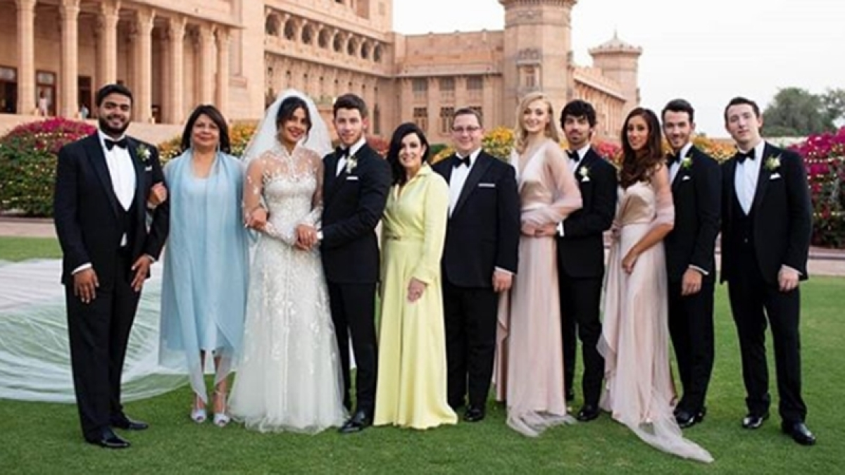 Priyanka Chopra shares perfect family moments from her wedding; see pics
