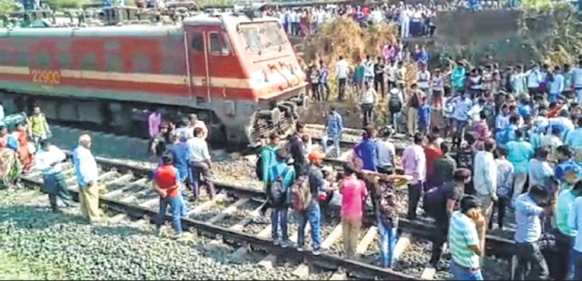 Residents stage rail roko after forest department demolishes 400 shanties in Titwala