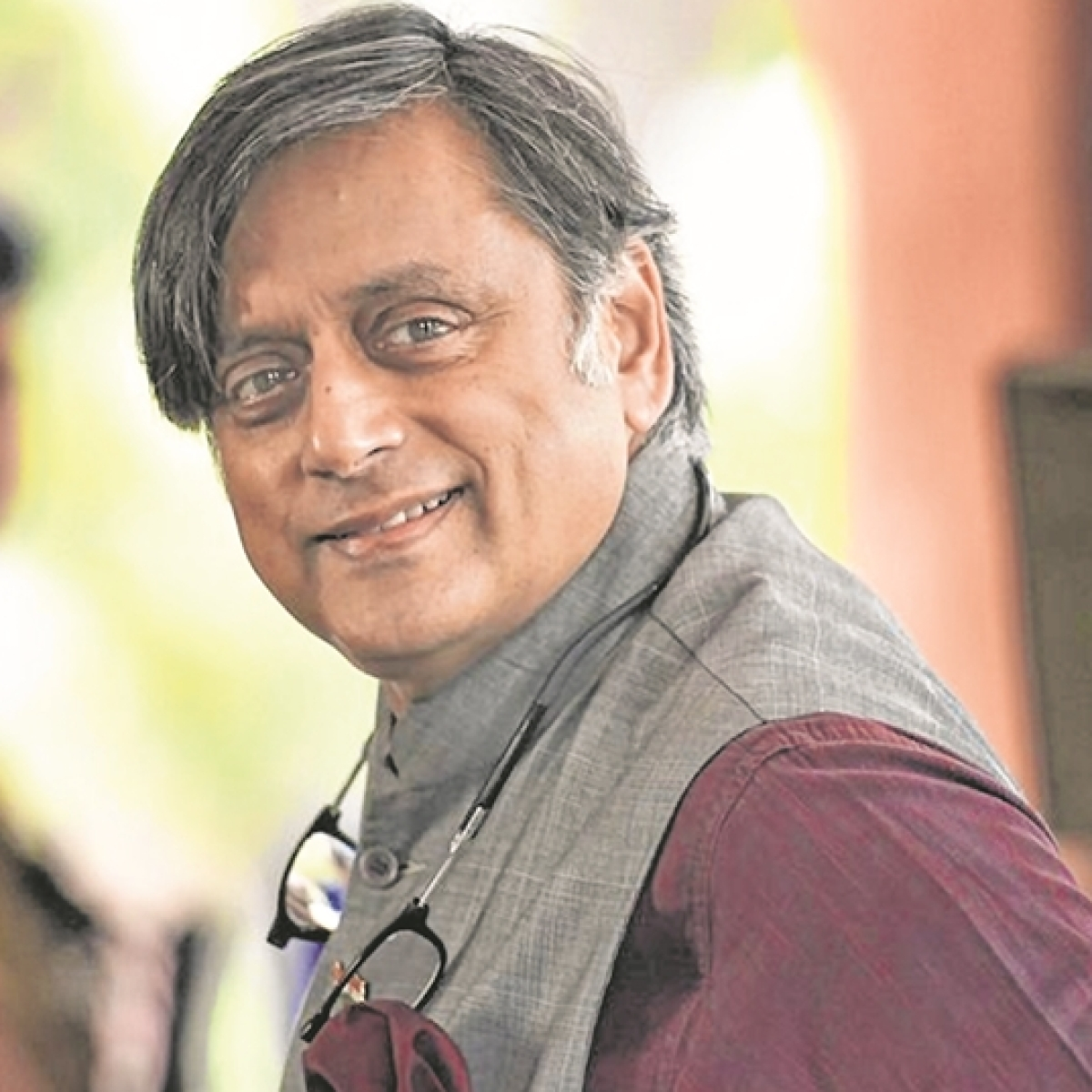Netizens are in awe of Shashi Tharoor's advise to student who asked him to give an exotic word