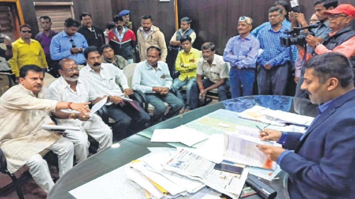 Probe Bhaiyyu Maharaj's wife, daughter as suspects: Maharashtra followers