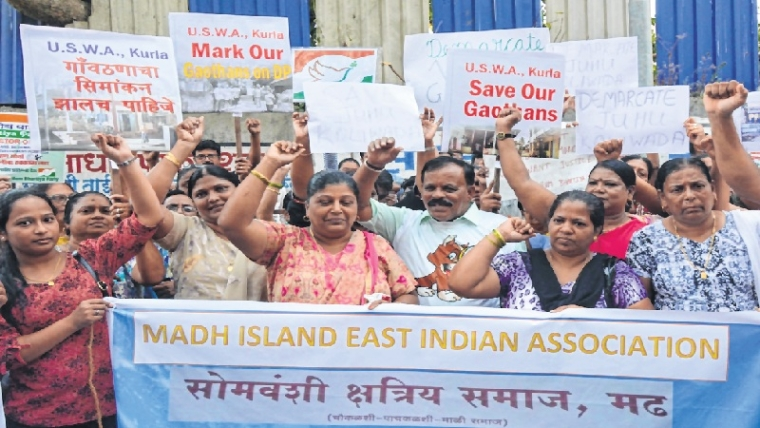 Mumbai: Residents of Gaothans protest at suburban collector's office