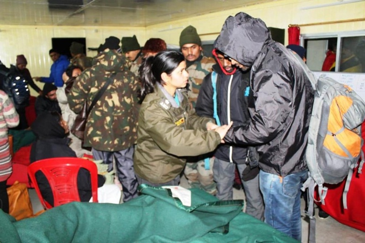 Sikkim: More than 2,900 tourists stranded due to heavy snowfall; Army carry out rescue operations