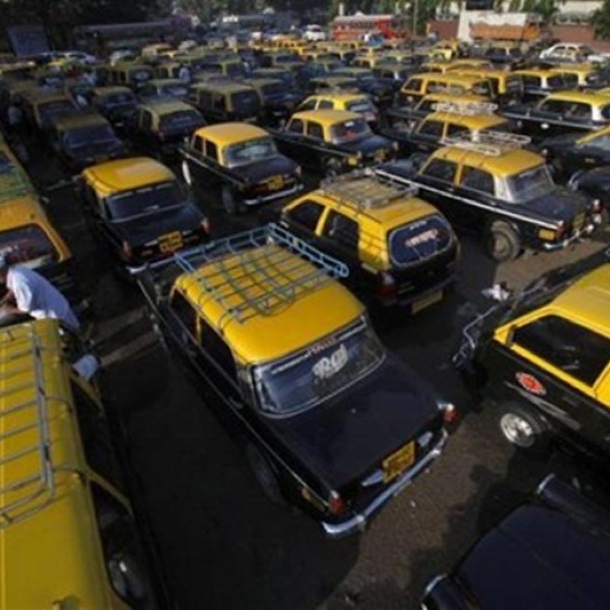 Mumbai: Roof-top cab indicators; Cabbies indicate they're none too pleased