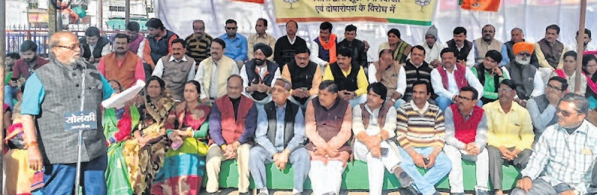 Ujjain: BJP stages dharna over Rafale issue
