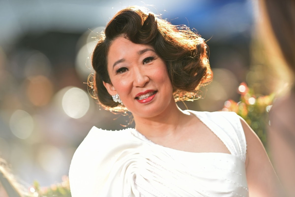 Sandra Oh creates history at Golden Globes 2019 as first Asian woman to host and win a trophy