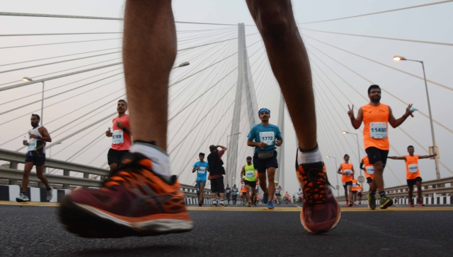 Mumbai : Mumbai Marathon 2019: Runners hit the Bandra–Worli Sea Link. Photo by BL SONI