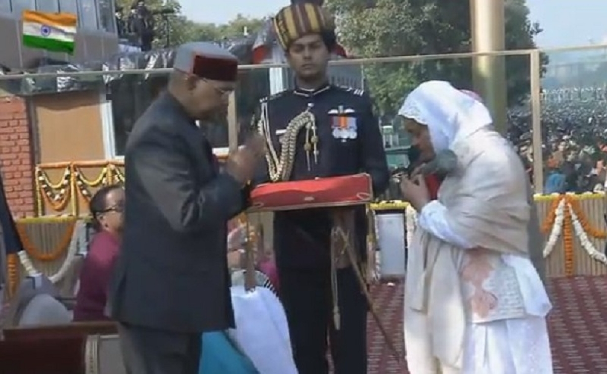 Lance Naik Nazir Ahmad Wani's widow receives Ashoka Chakra