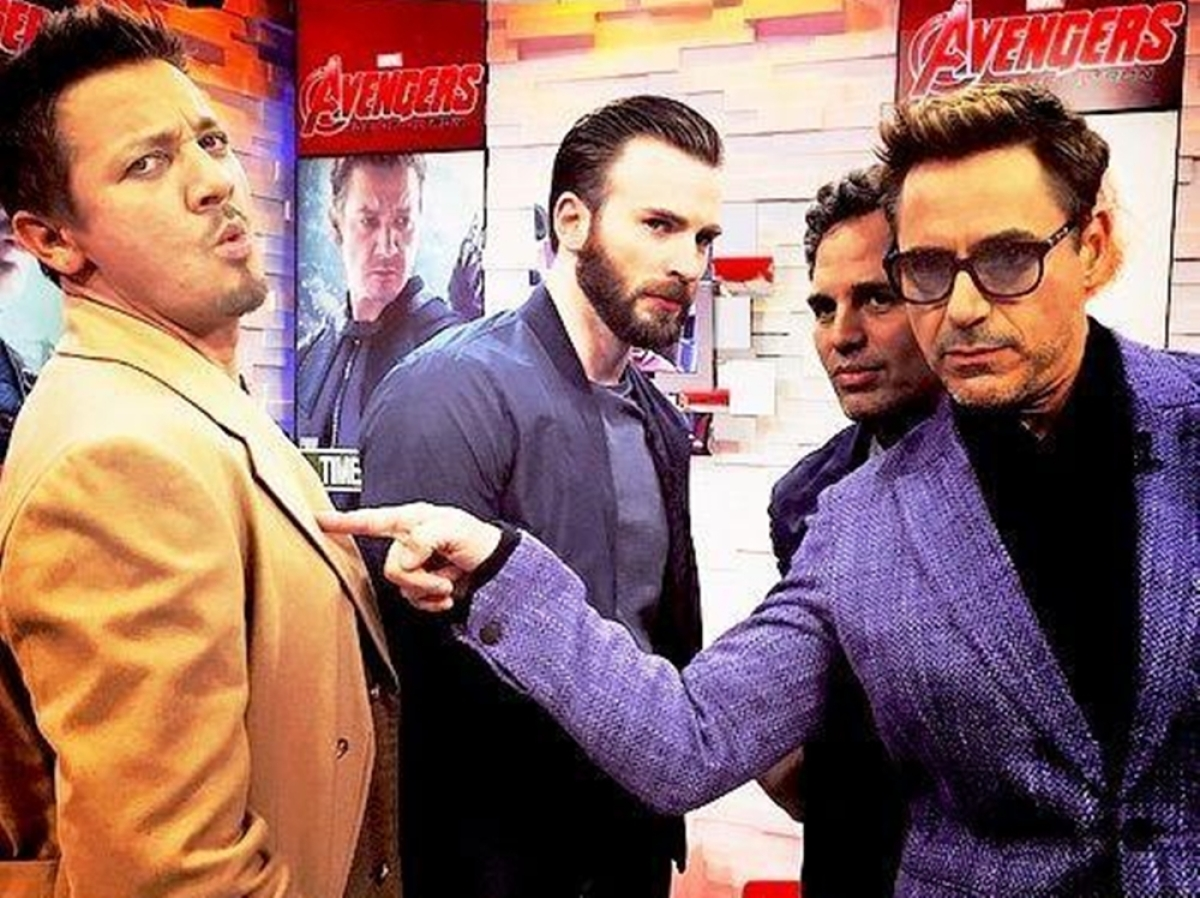Robert Downey Jr, Mark Ruffalo troll Chris Evans for his struggle with technology
