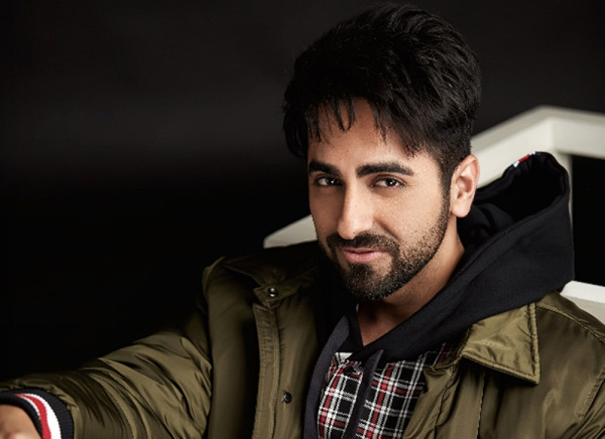 Dream Girl: Ayushmann Khurrana gets mobbed at midnight during shoot
