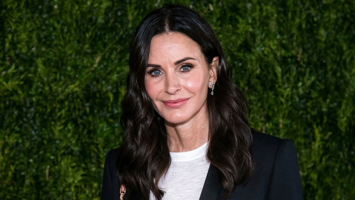 Courteney Cox surprises 13-year-old superfan after his 'Friends' themed party got called off