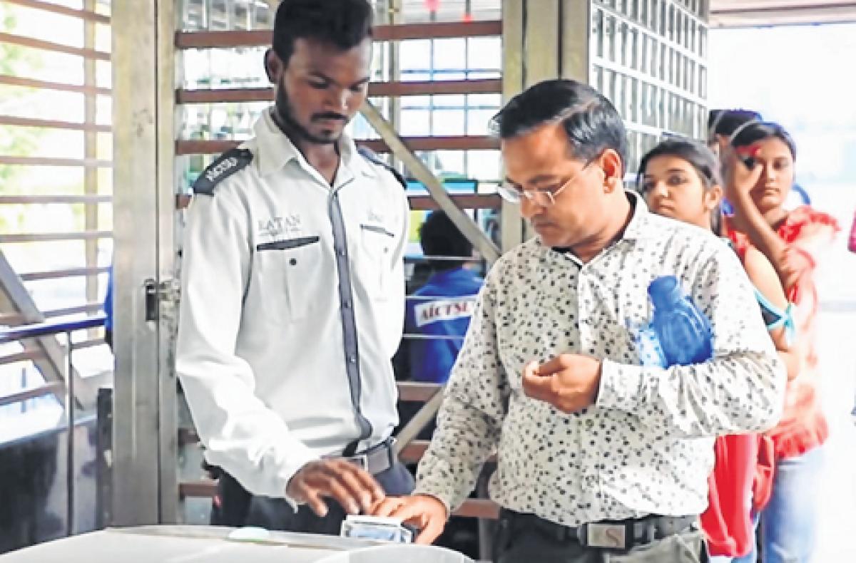 Indore: Passengers prefer smart card for iBus commute