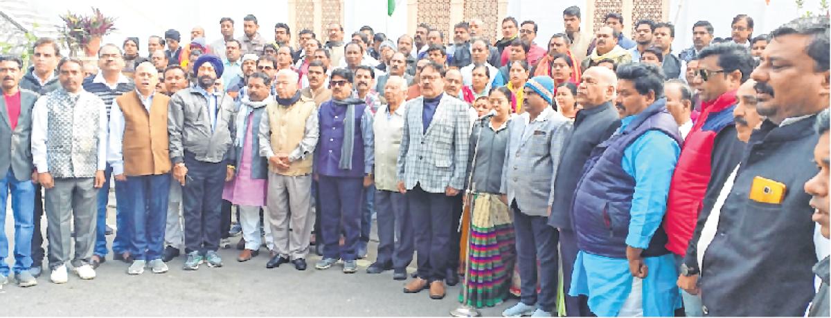 Ujjain: BJP members sing Vande Mataram, condemn ban