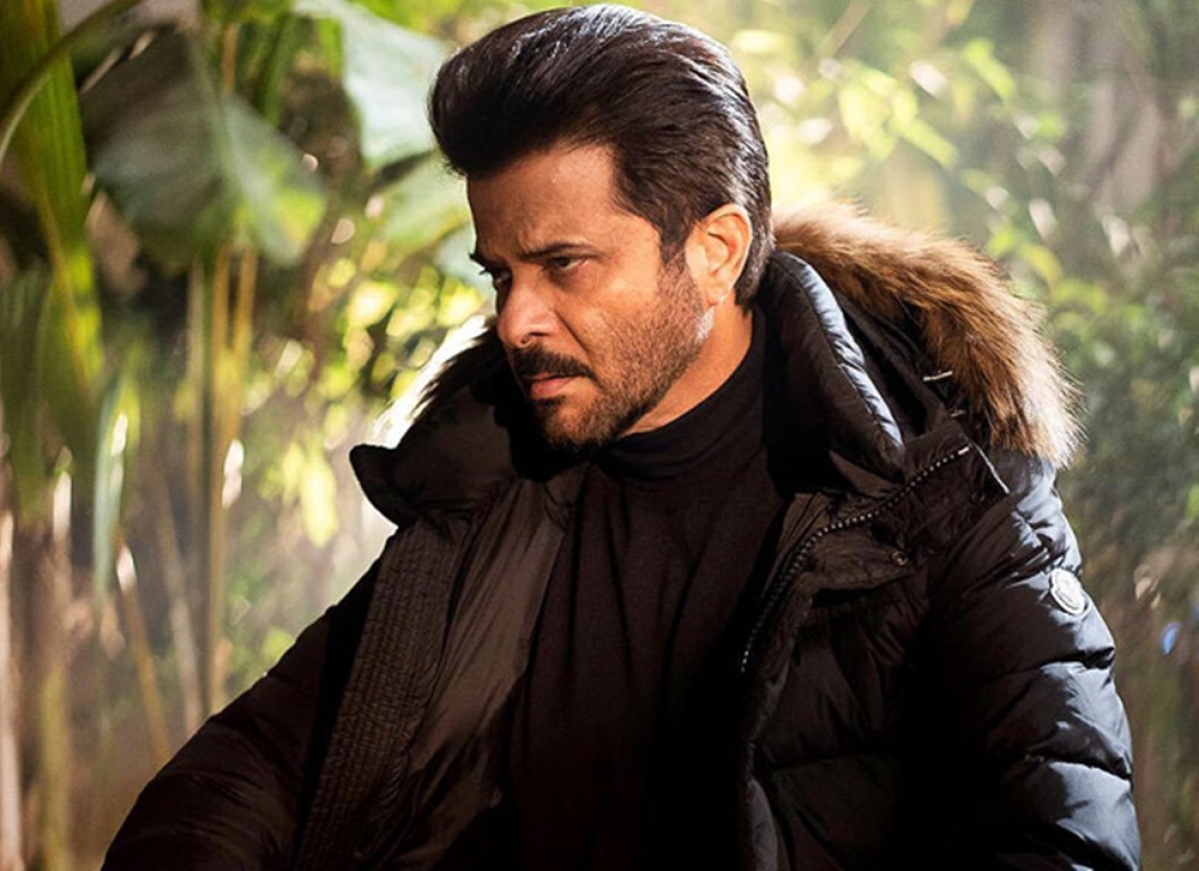 Anil Kapoor suffering from calcification of shoulders, to fly to Germany for treatment in April