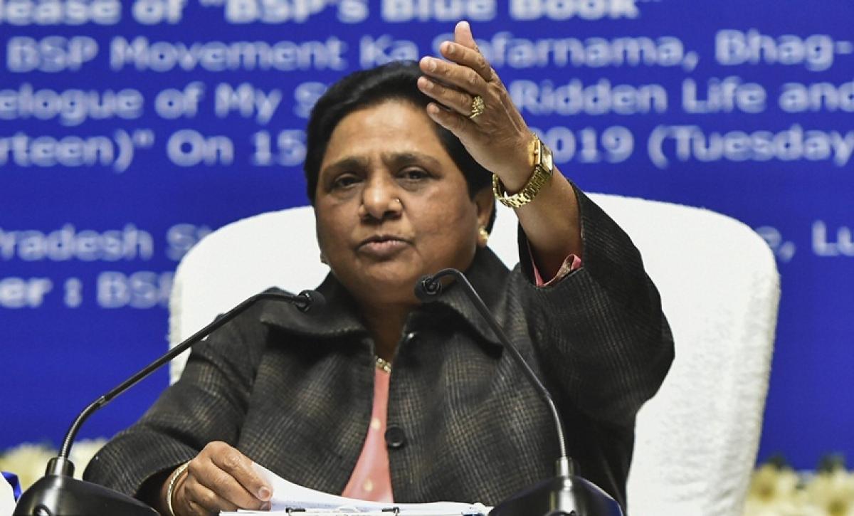 People loot cake, dancers perform during Mayawati's loud birthday celebrations; watch video