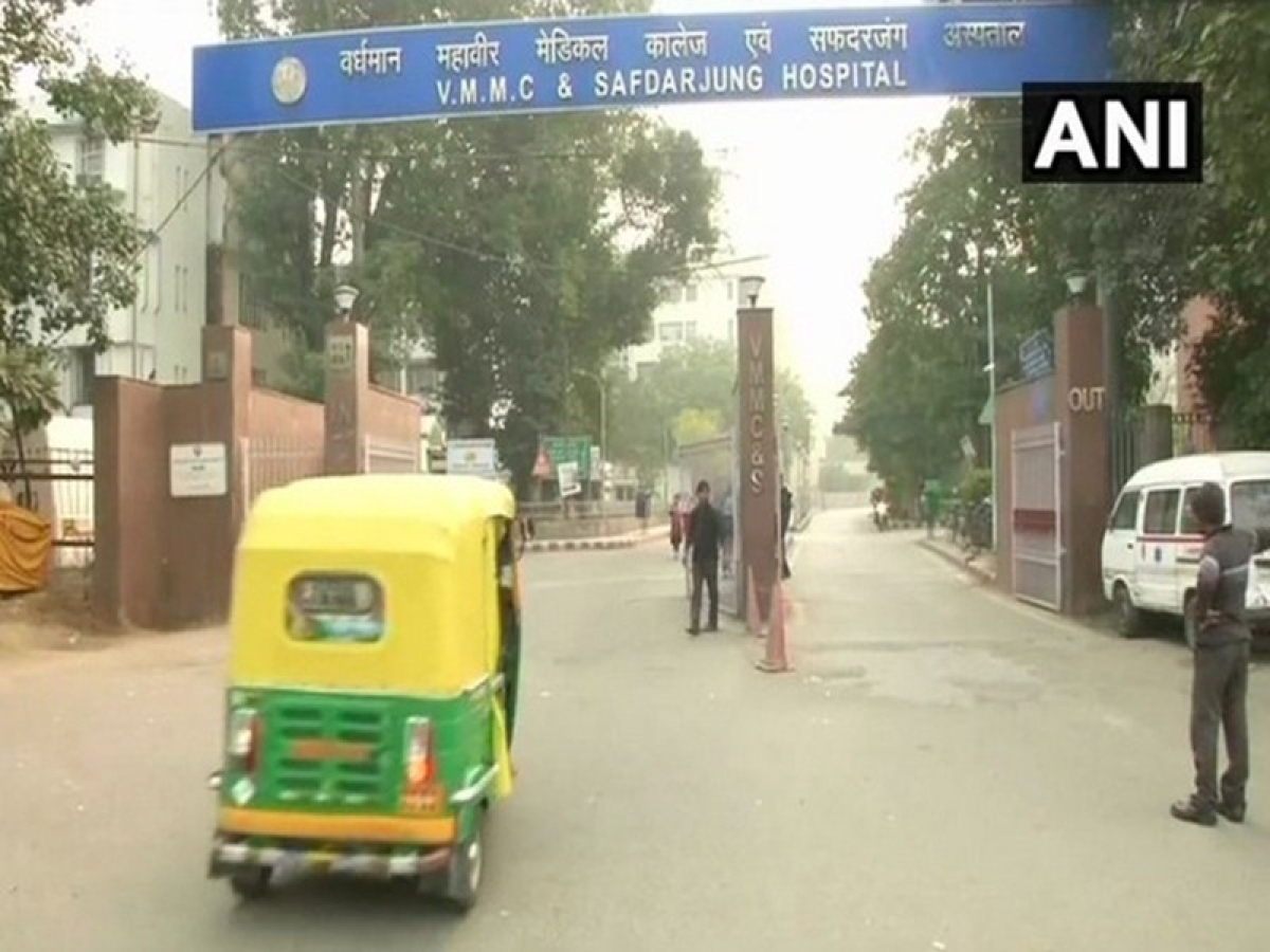 Delhi: Resident doctors at Safdarjung Hospital call off strike