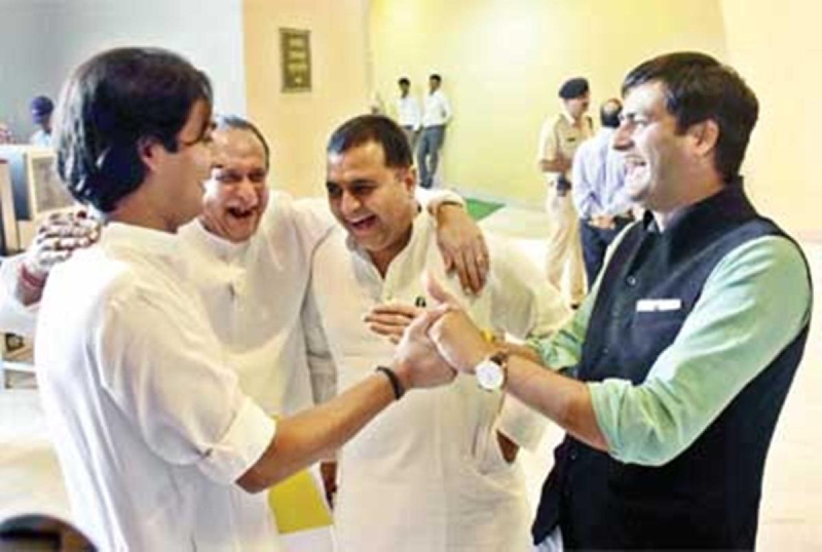 Bhopal: Exchange of pleasantries between Jaivardhan Singh & Babulal Gaur fuels political buzz