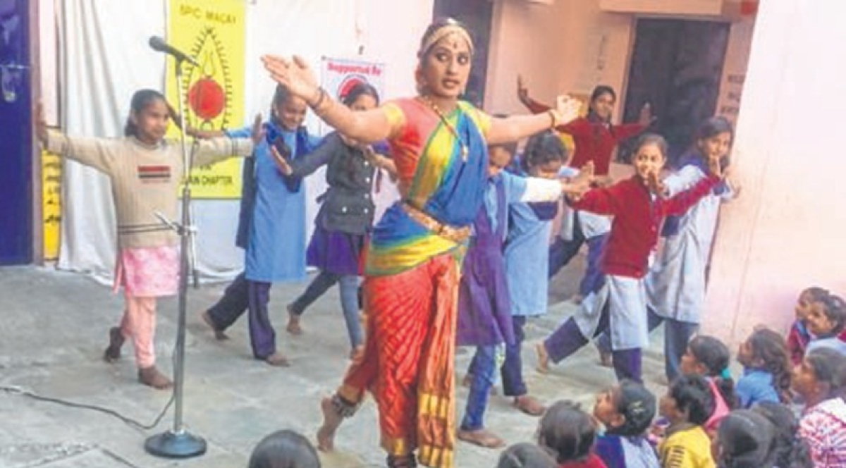 Ujjain: Students learn Kuchipudi dance from T Reddi Lakshmi