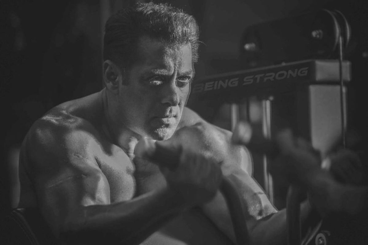 Bharat: Salman Khan goes shirtless, flaunts muscular arms in his latest Insta post