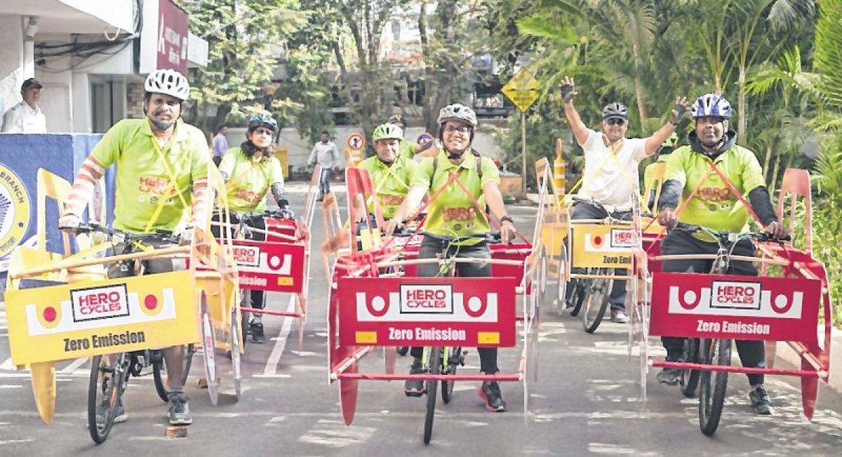 Cyclists take to Mumbai roads, seek their place in sun