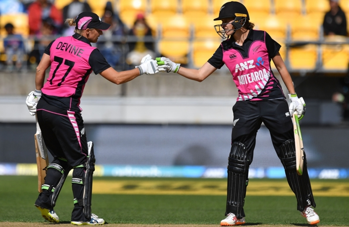 New Zealand women beat India by 4 wickets in last-ball thriller; clinch series