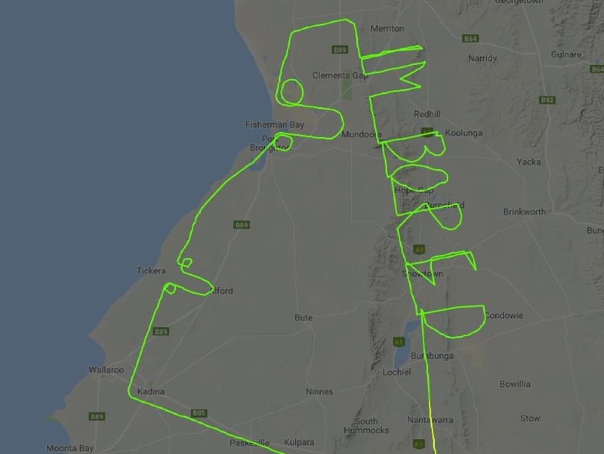 Australian pilot writes 'I'm Bored' in the sky during the test flight, picture goes viral