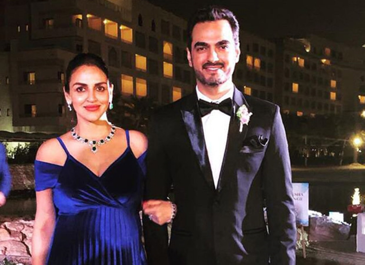 In Pic: Esha Deolraises the standard of maternity fashion at afamily wedding