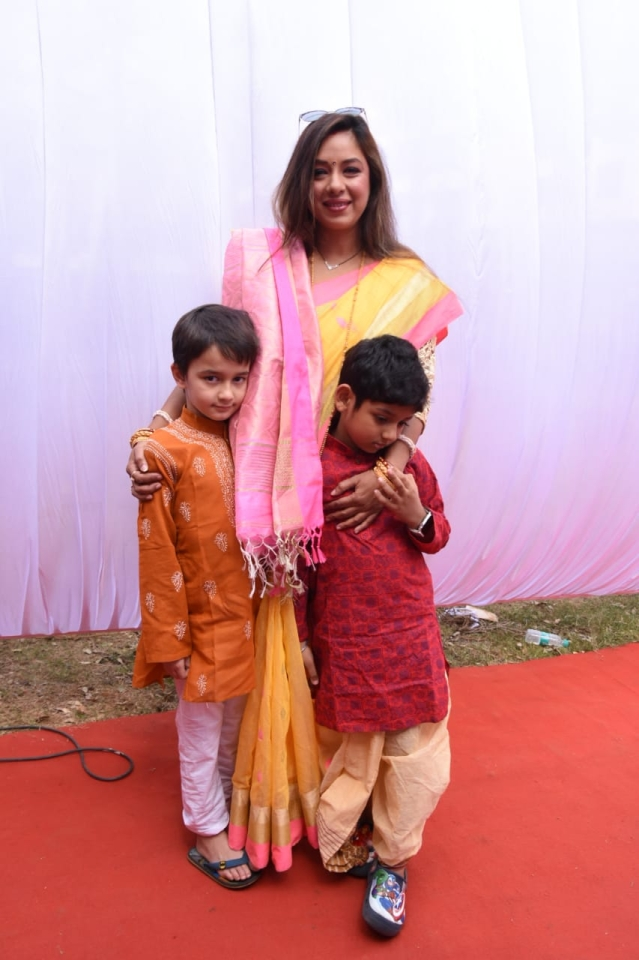 Rupali Ganguly along with her kids, Pic courtesy: Viral Bhayani