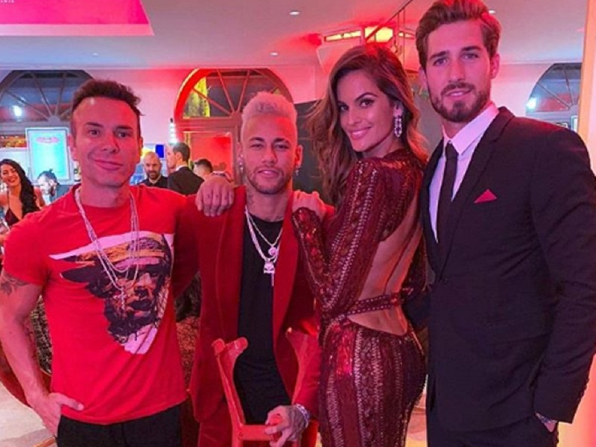 Footballer Neymar turns 27, celebrates with Saint-Germain teammates in style and on crutches