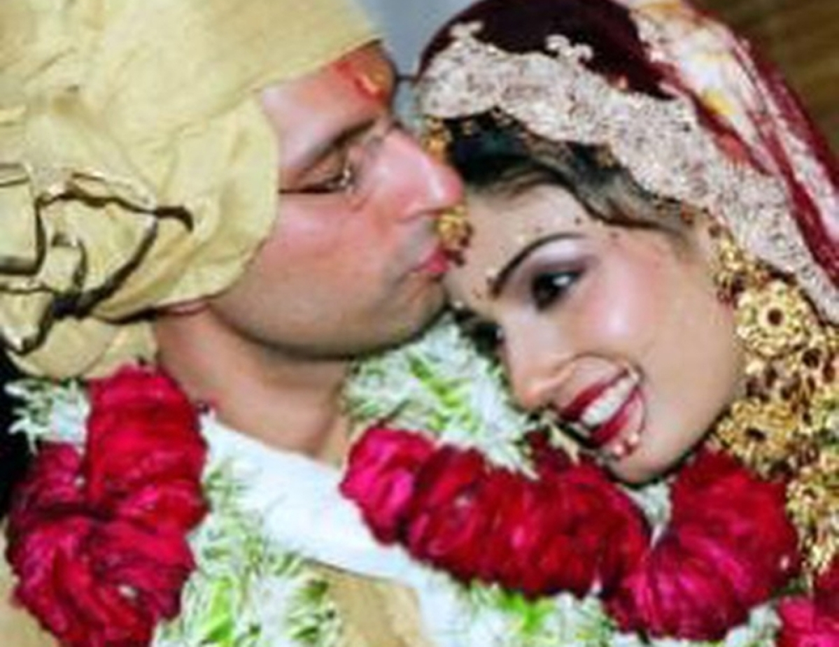 Raveena Tandon shares wedding pictures with hubby Anil Thadanion their 15th anniversary