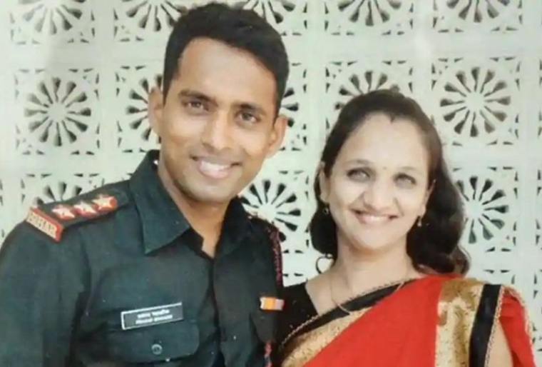Martyred Major Prasad Mahadik's wife to join Army as tribute to her husband