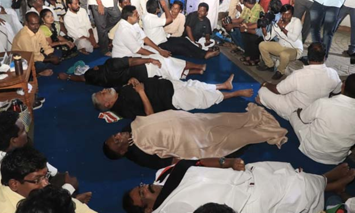 Puducherry CM, colleagues protesting against LG Kiran Bedi's 'helmet rule' sleep on road outside Raj Nivas