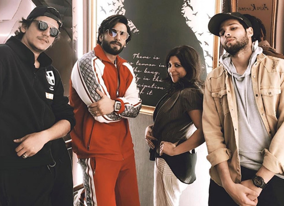 Watch Video! Ranveer Singh brings the house down with an impromptu theatre visit, receives a standing ovation