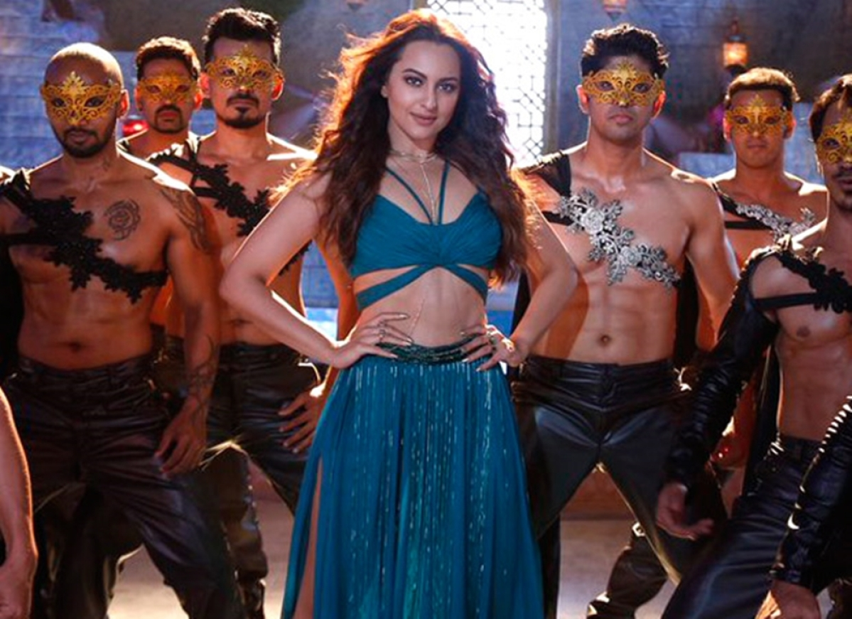 Sonakshi Sinha sizzles the Mungda look for 'Total Dhamaal'