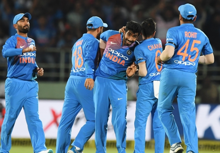 Jasprit Bumrah (C) with teammates celebrates after taking the wicket of Peter Handscomb during the first T20 international. Photo by and Dibyangshu SARKAR / AFP