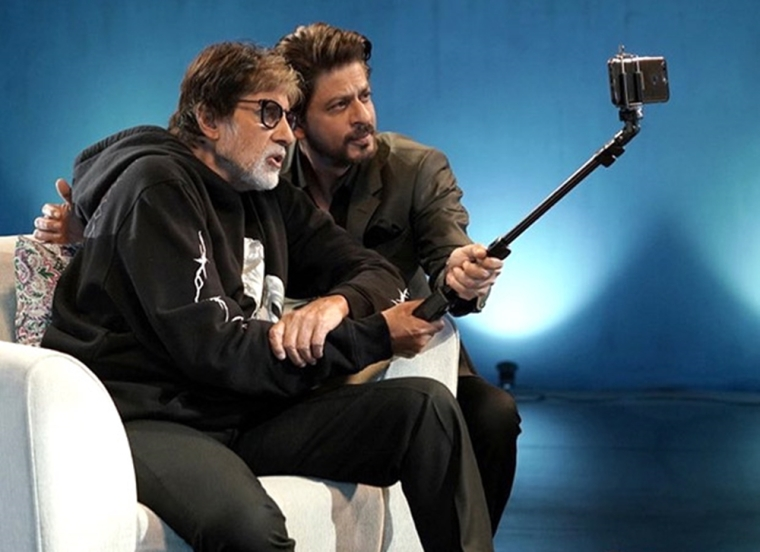 This candid pic of Amitabh Bachchan and Shah Rukh Khan is driving our Monday blues away