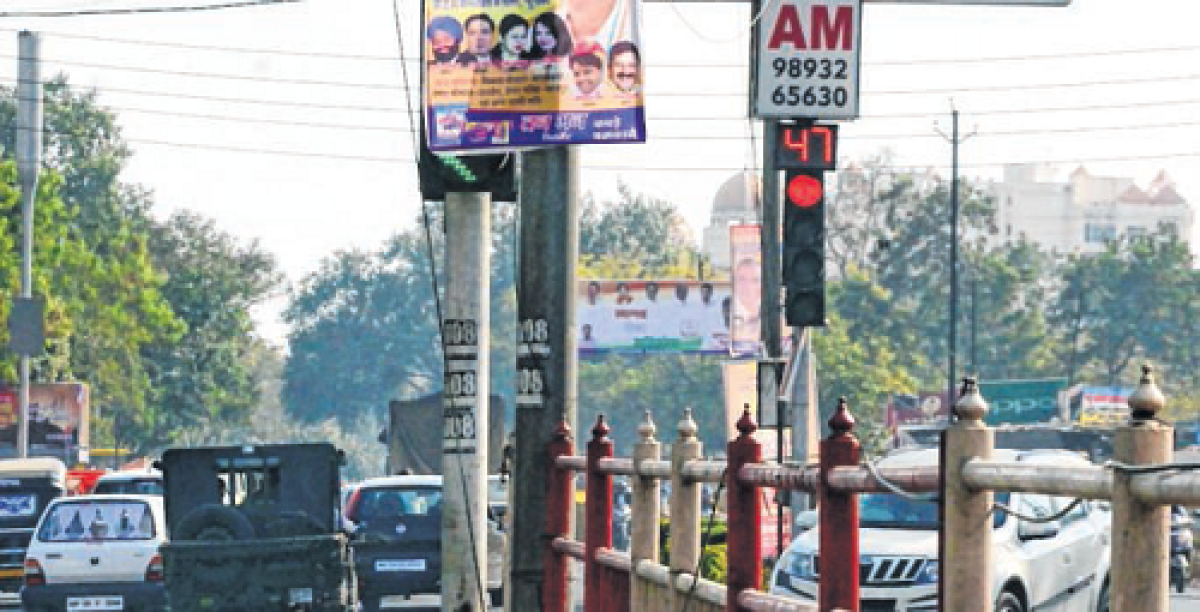 Bhopal: Advertisement boards obstruct traffic signals, irk commuters