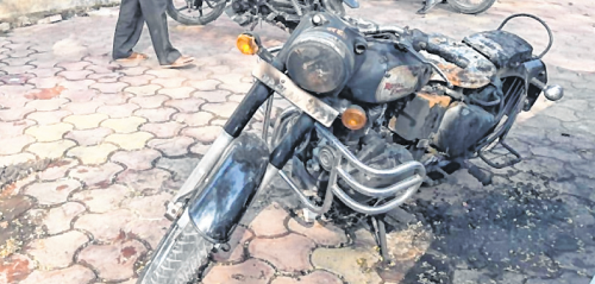 Indore: Youth booked for setting two vehicles on fire