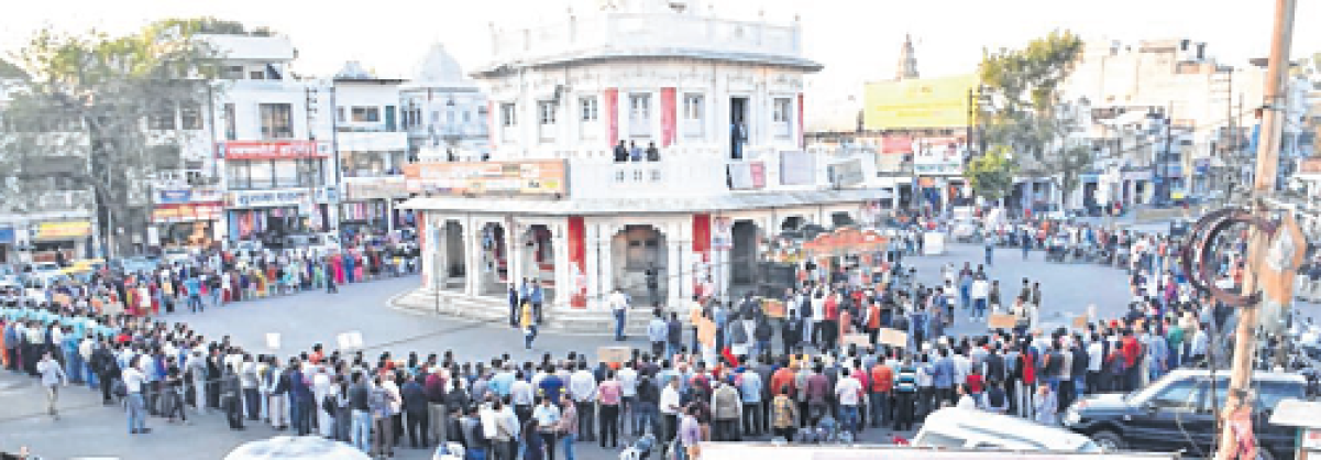 Ujjain: Denizens demand military action for Pulwama attack