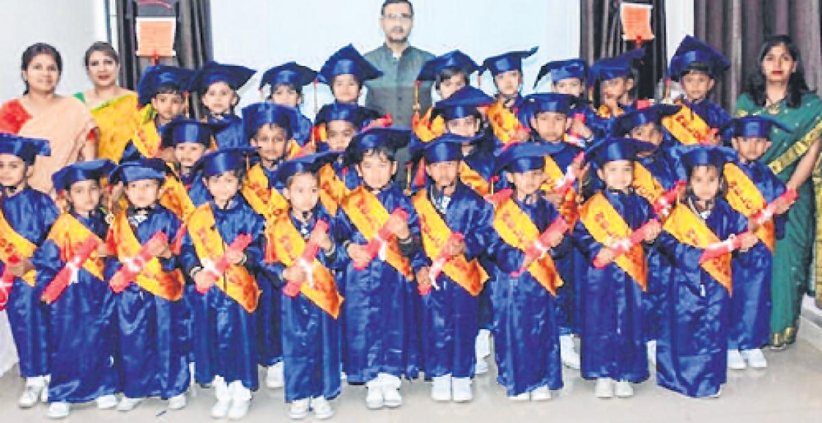 Bhopal: Graduation ceremony of tiny tots wins hearts
