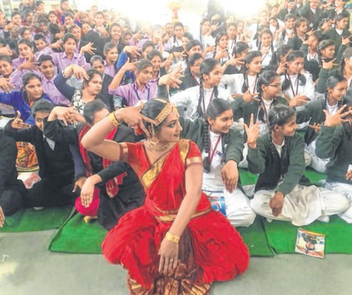 Ujjain: Ardhanarishvara depiction enthralls students
