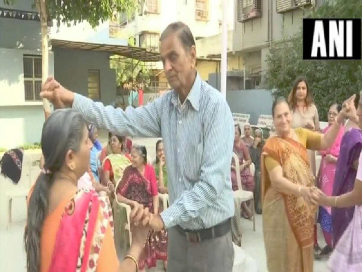 Youngsters celebrate Valentine's Day at old age home in Ahmedabad