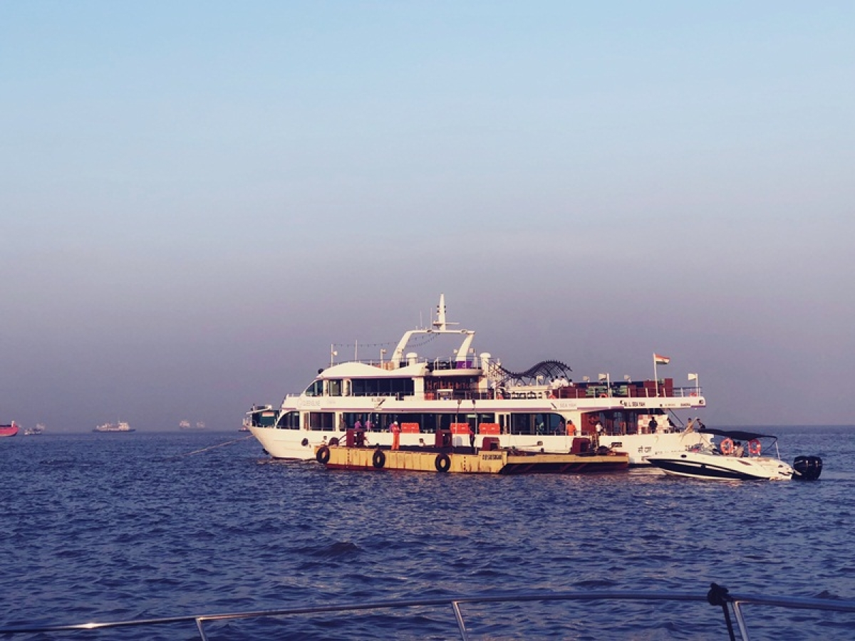Ferry sinks off Mandwa, 88 on board rescued