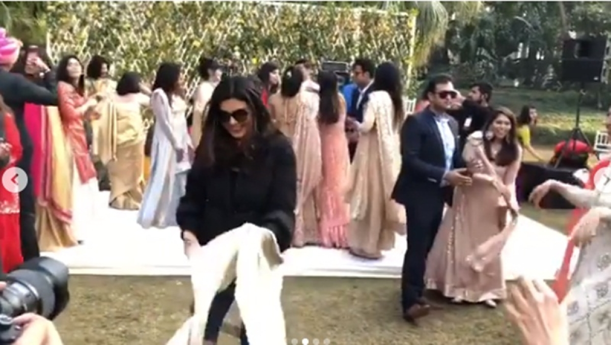 Chunari Chunari! Watch Sushmita Sen groove to her popular 90s soundtrack