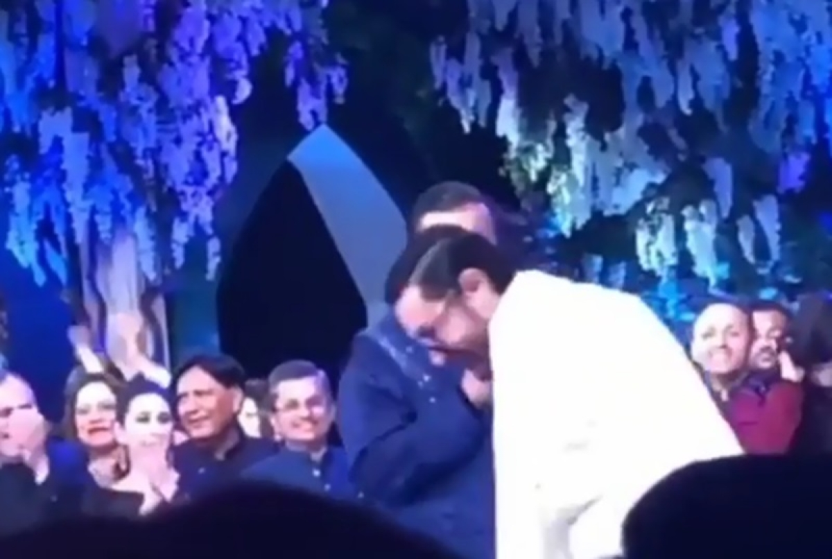 Aamir Khan takes Shloka Mehta's side during Antakshari at the pre-wedding bash; watch video