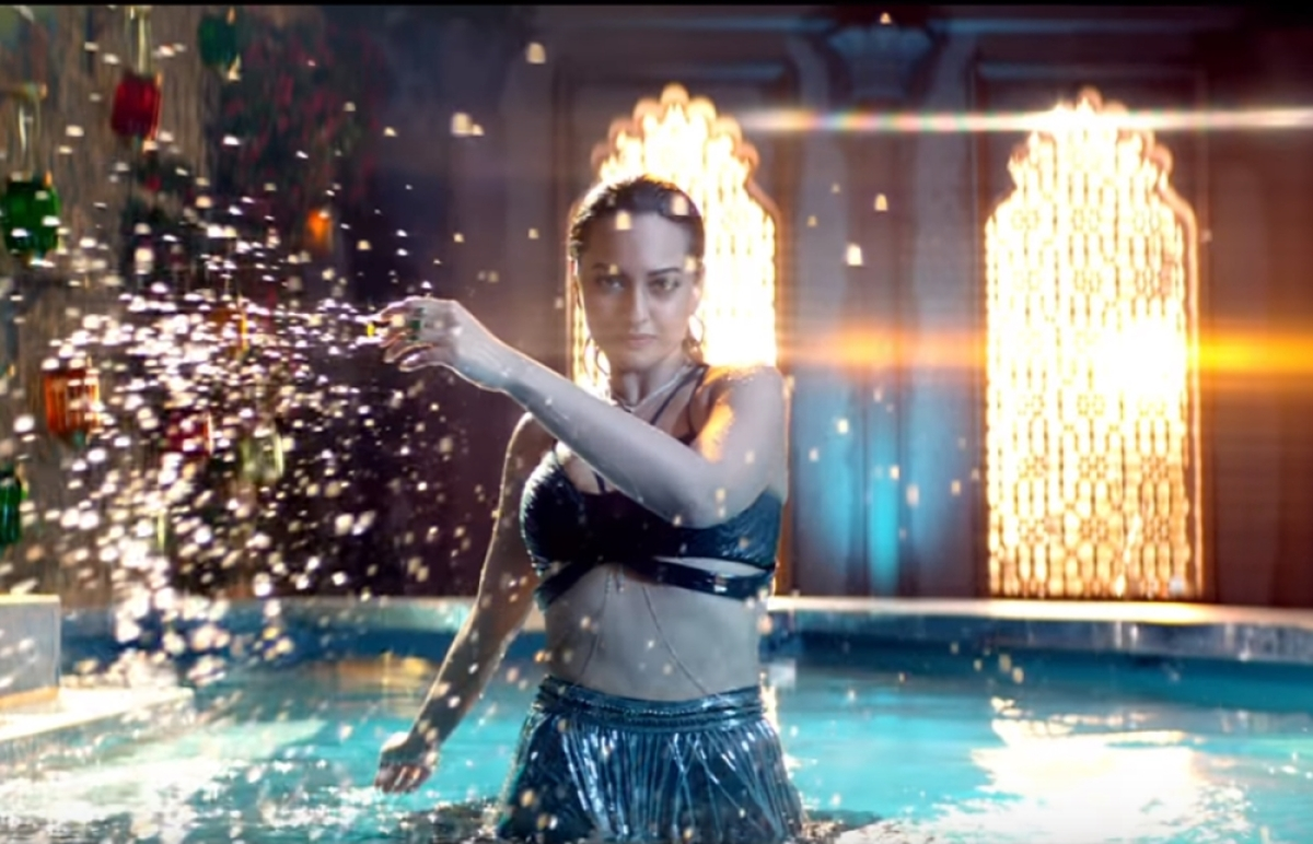 'Total Dhamaal' song Mungda: Sonakshi sizzles in the raunchy track but fails to beat the original