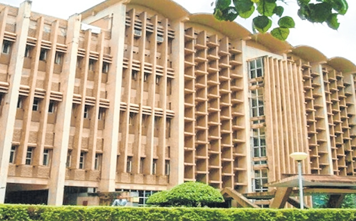 Decline in budget outlays for IITs, IIMs
