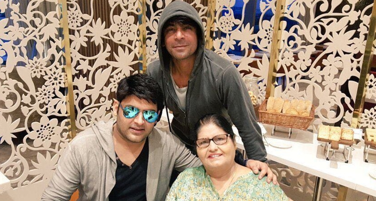Former colleagues Kapil Sharma and Sunil Grover spotted together at Seema Khan's birthday bash