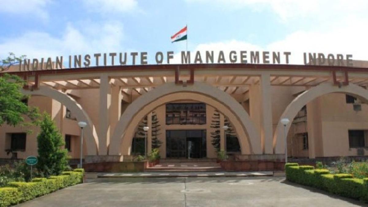 Indore: Good leader should be a global communicator says IIM-I director