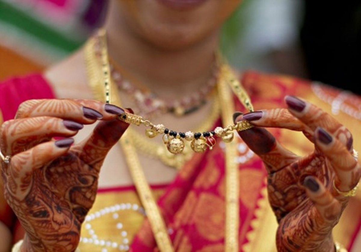 Karnataka: Two brides break gender stereotype by tying Mangalsutra on their husbands' neck